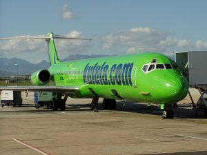 kulula.com_md82_cpt_airport_close_up